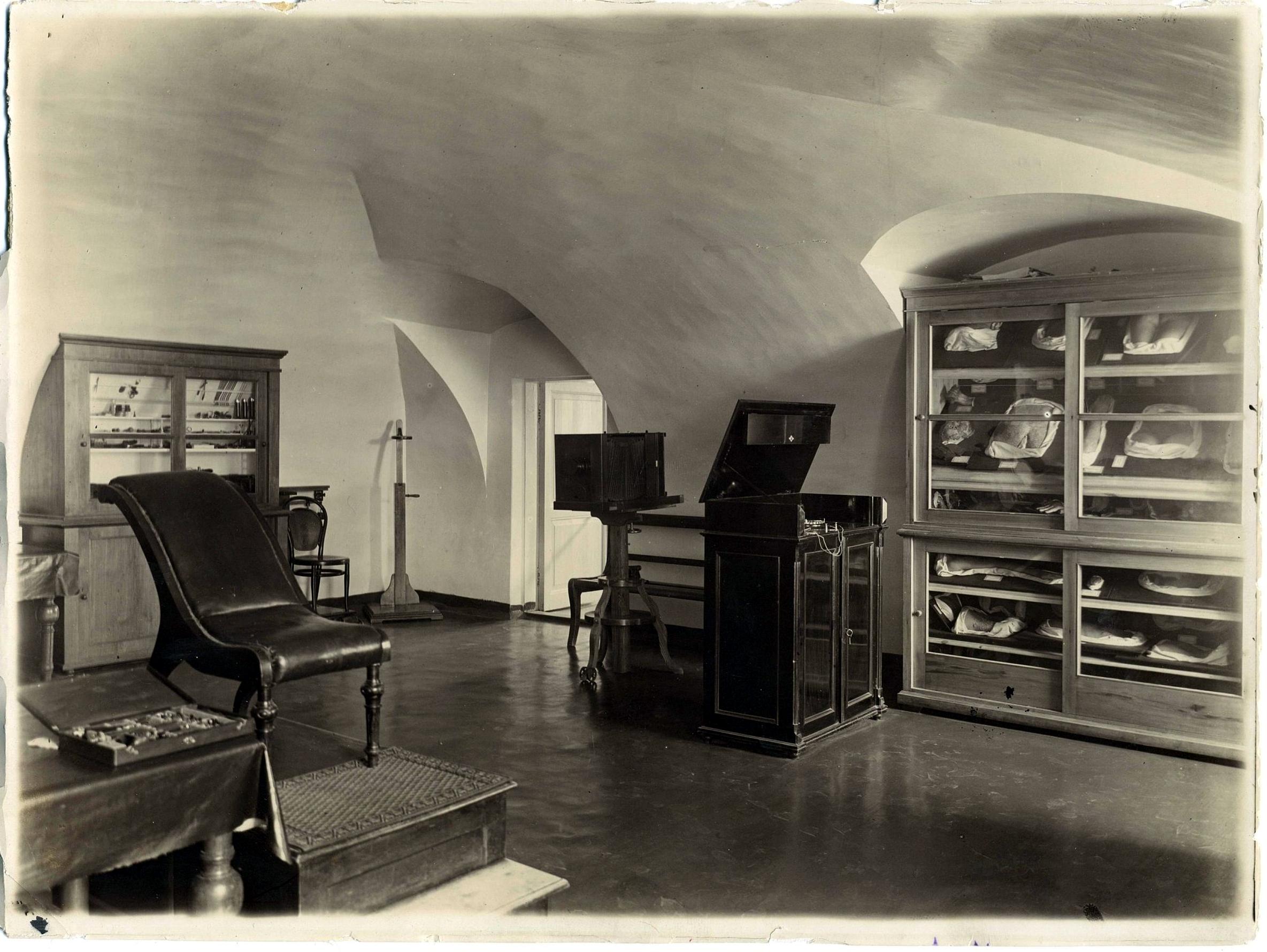 Патолого-анатомическая аудитория Императорского университета. 1896