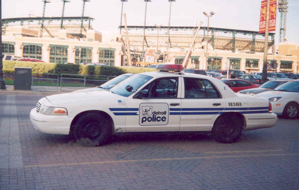 MIDetroitPolice1998Ford-vi.jpg