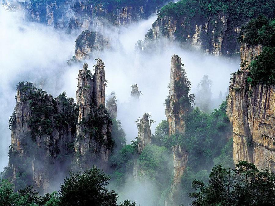 54. Некоторые из этих колонн возвышаются более чем на 1200 м над уровнем моря, и альпинисты, которым