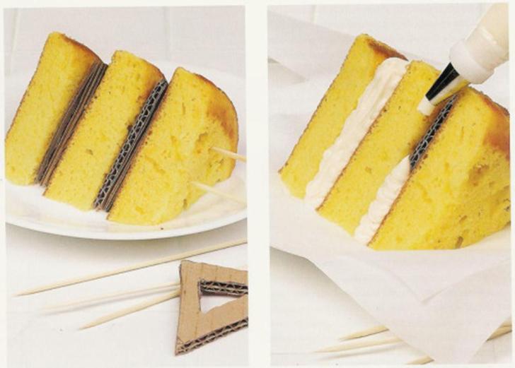 Тортики тоже снимаются непросто. Идеальные слои бисквита проложены кусками картона, который прикрыва
