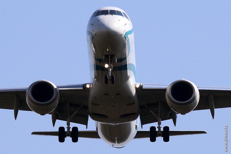 Embraer_ERJ-195_I-ADJS_Air_Dolomiti_zpse73435fd.JPG