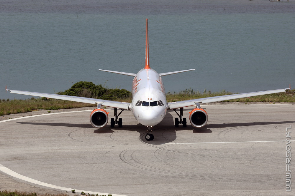 A-320_G-EZTG_easyJet_2_CFU_resize.jpg