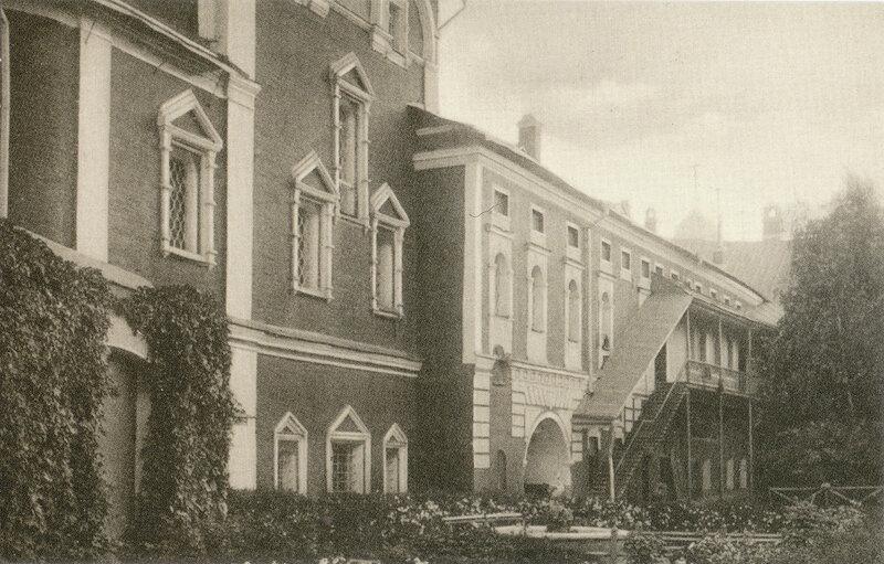 127. Москва - Кремль. Во дворе Чудова монастыря