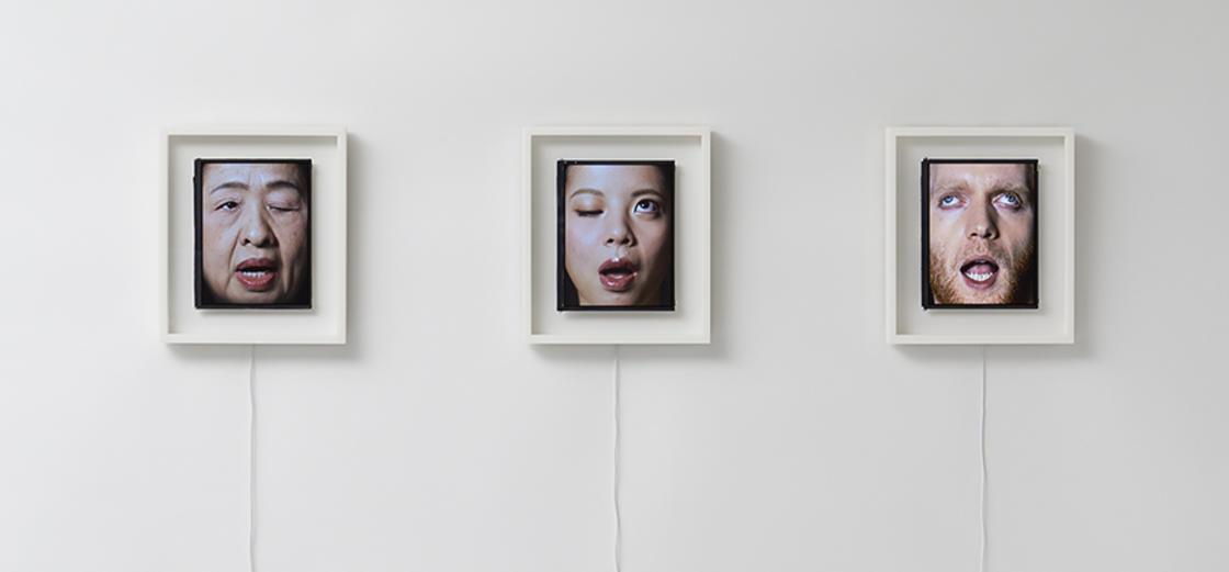 Ces etranges horloges utilisent des visages humains pour afficher l'heure