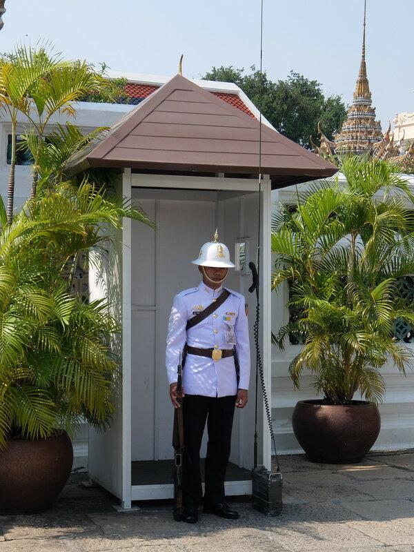 Бангкок - Охрана Королевского Дворца