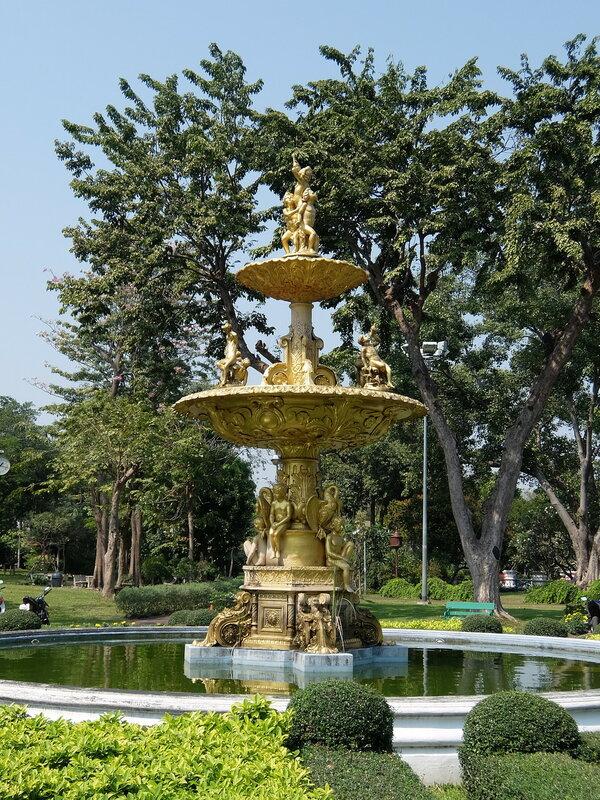 Бангкок - Скульптура в парке Саранром