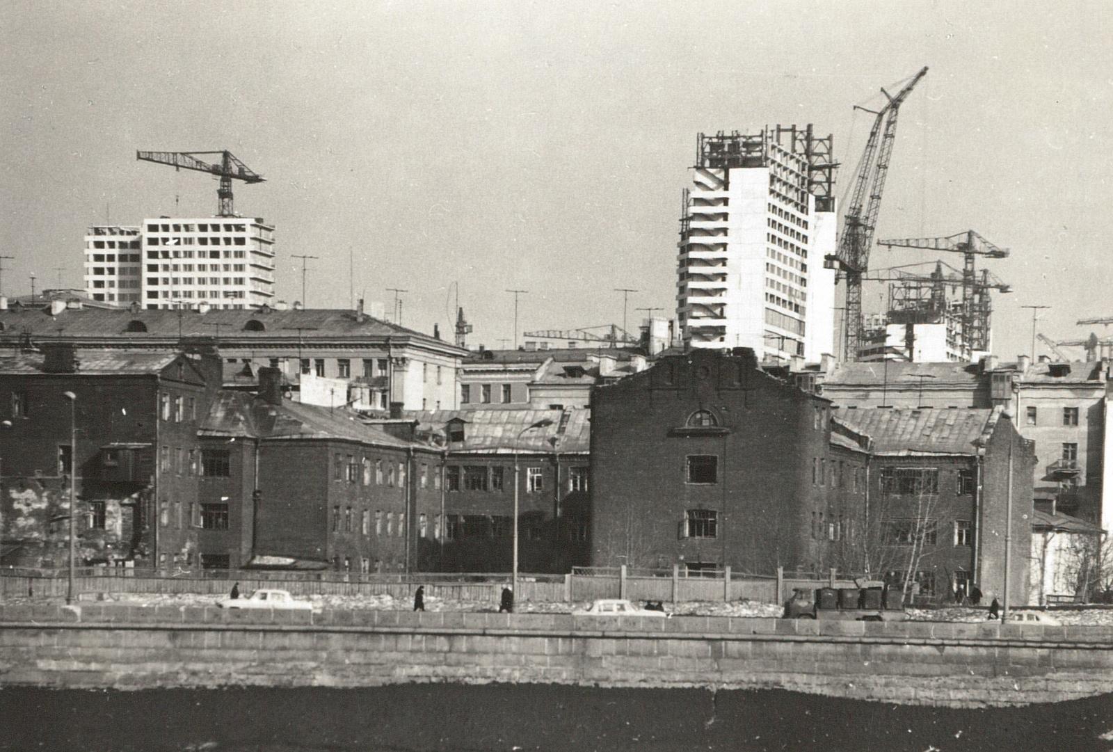 Москва. Вид через Москву-реку на жилой квартал, 1967