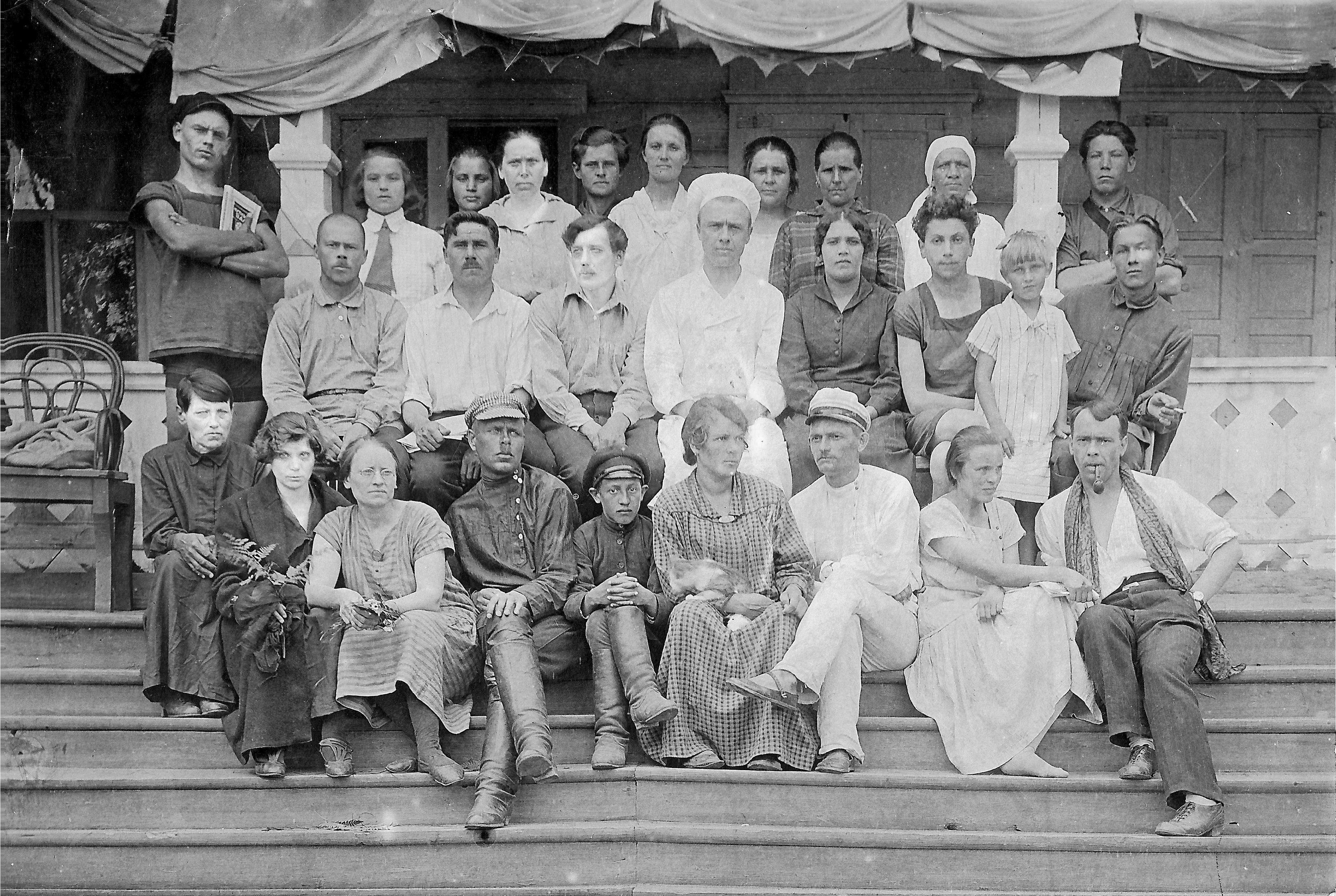 1926. Первые отдыхающие в доме отдыха (бывшей даче купца Балыкова) в с.Екатерининское