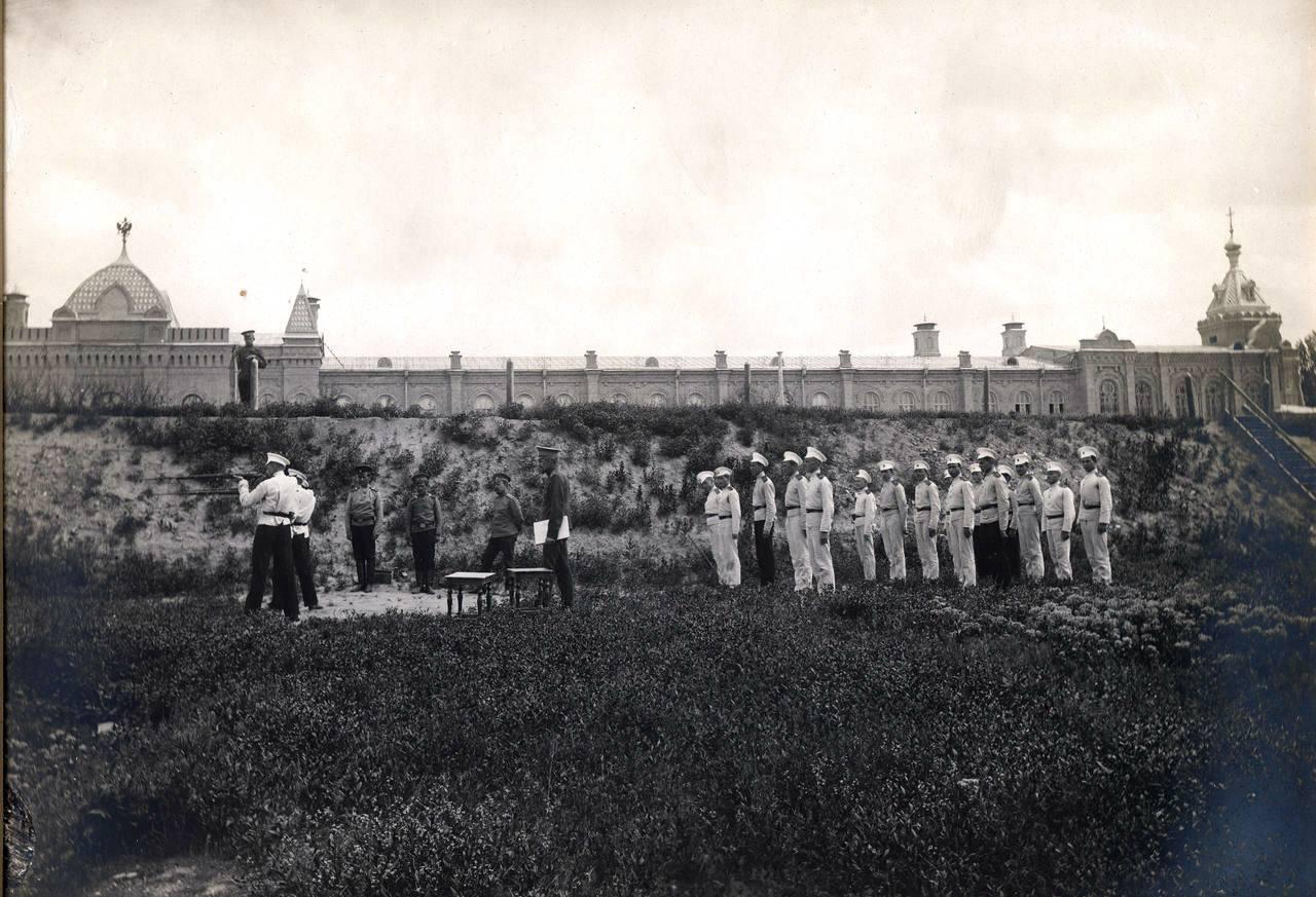 Стрельбище у кадетского корпуса на берегу Салара. 1910