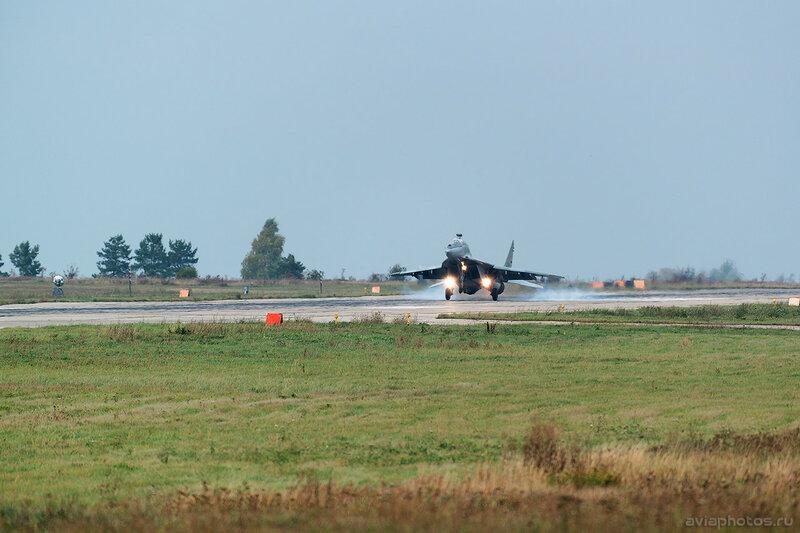 Микоян-Гуревич МиГ-29УБ (RF-92270 / 36 красный) ВКС России 0238_D805953