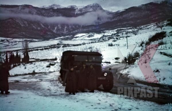 stock-photo-norway-1942-snow-winter-sdkfz9-famo-18-ton-halftrack-truck-11368.jpg