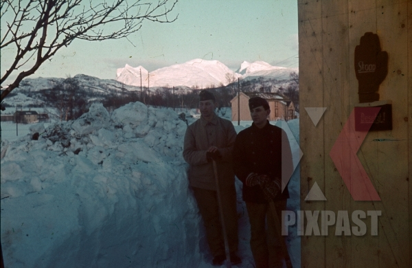 stock-photo-ww2-color-norway-1940-2-german-soldiers-cleaning-toilets-snow-winter-gloves-8000.jpg