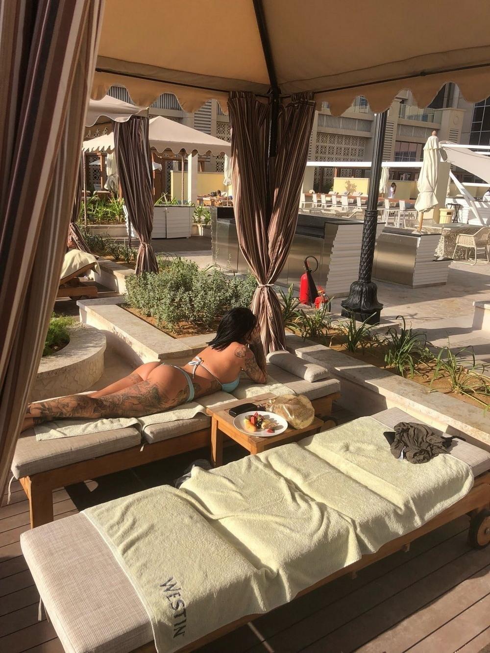 Джемма Люси отдыхает в Дубае