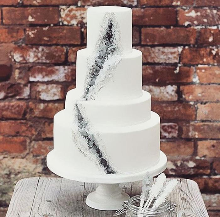 amethyst-geode-wedding-cake-trend-2.jpg