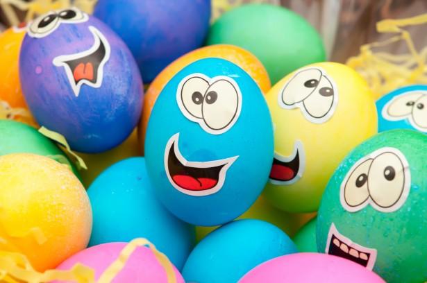 Открытки. С Всемирным днем яйца. Рисунки на яйцах