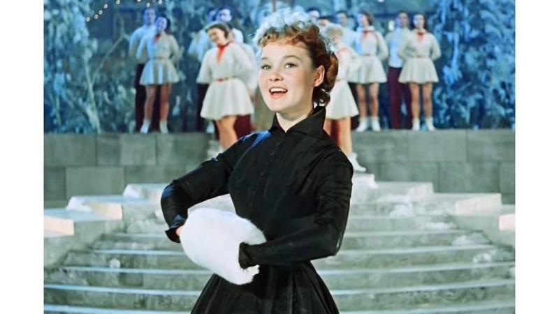 Наряды и образы Людмилы Гурченко не оставили равнодушной ни одну модницу – она была иконой стиля на