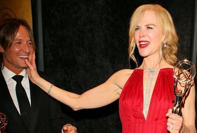 Эта награда телевизионных академиков стала первой для Кидман. Актриса обратилась со сцены к своему м