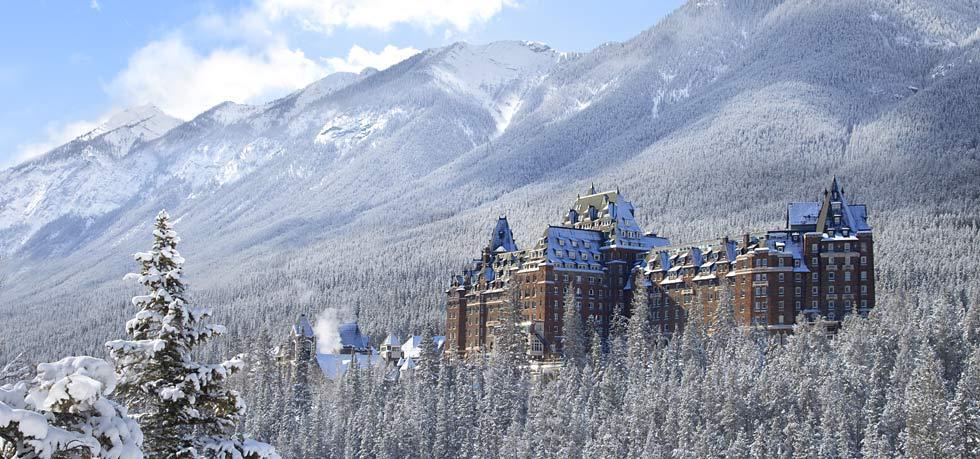 Гости и персонал отеля The Fairmont Banff Springs клянутся, что видели на 9 этаже коридорного в форм