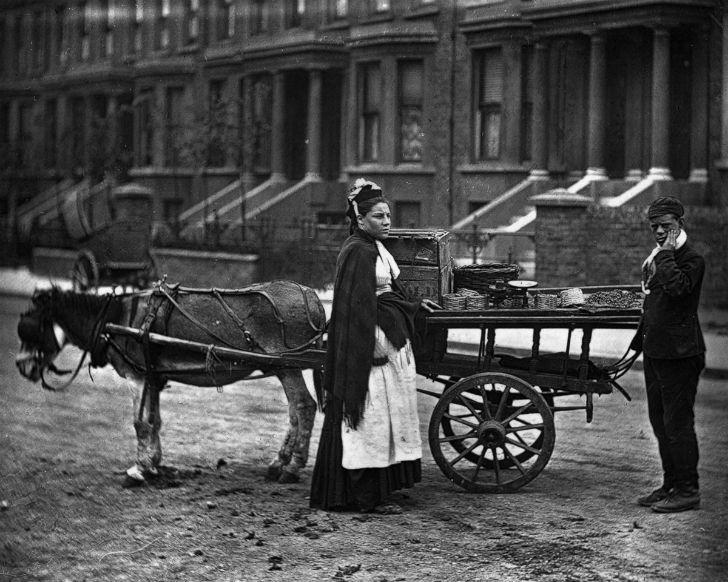 Беспроглядная нищета на улицах Лондона в 1873-1877 годах (33 фото)