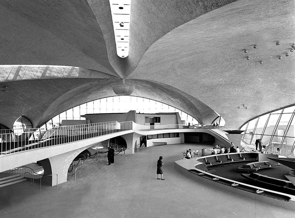 Днём рождения аэропорта Домодедово считается 7 апреля 1962 года. 25 марта 1964 из Домодедово вылетел