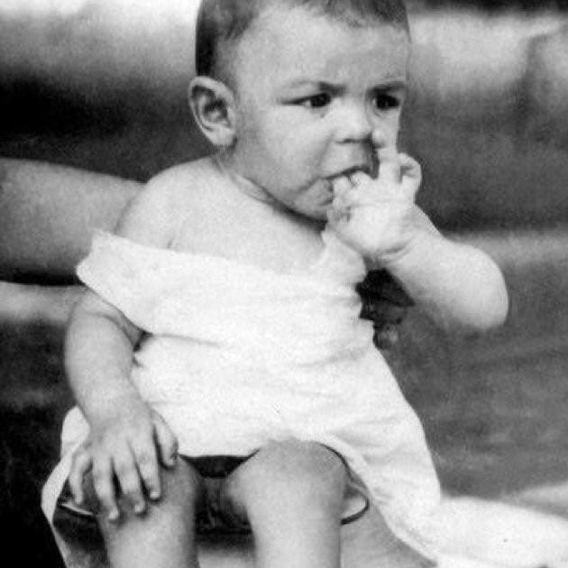 Первые два учебных года Че Гевара не мог посещать школу и учился на дому, поскольку страдал