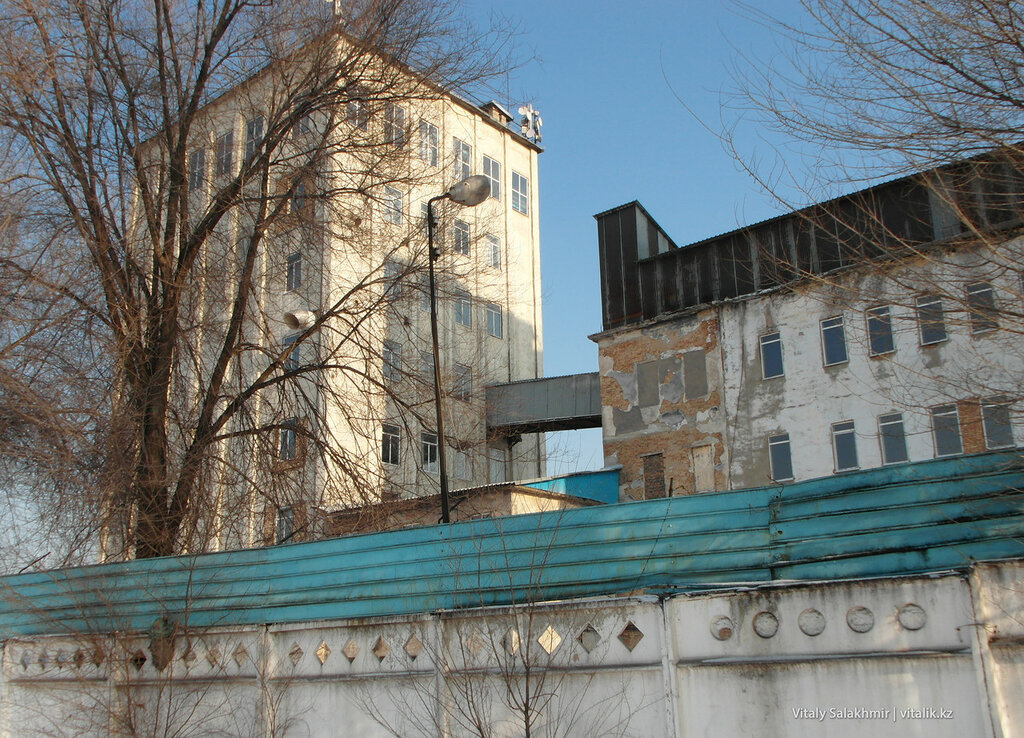 Завод на Суюнбая.