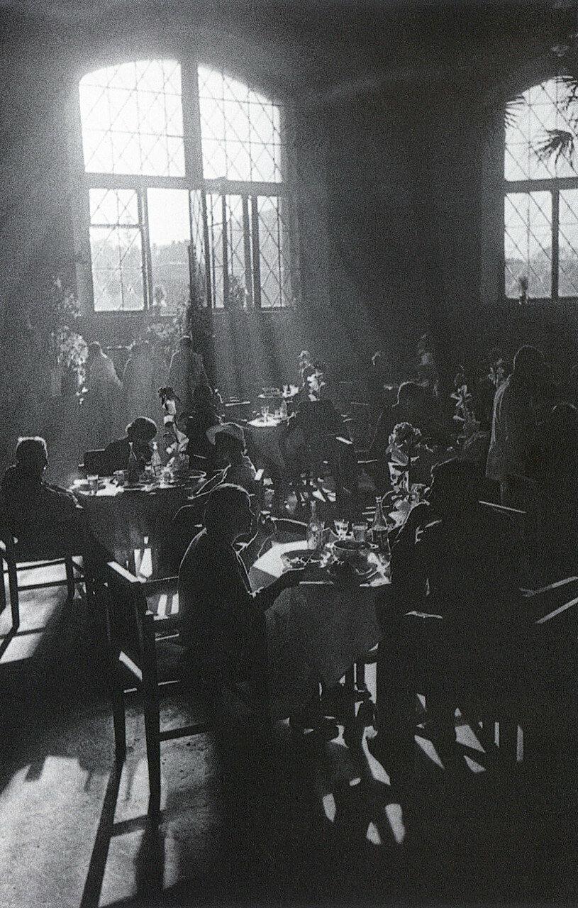 Аркадий Шайхет. Московское кафе, 1930 год.jpg