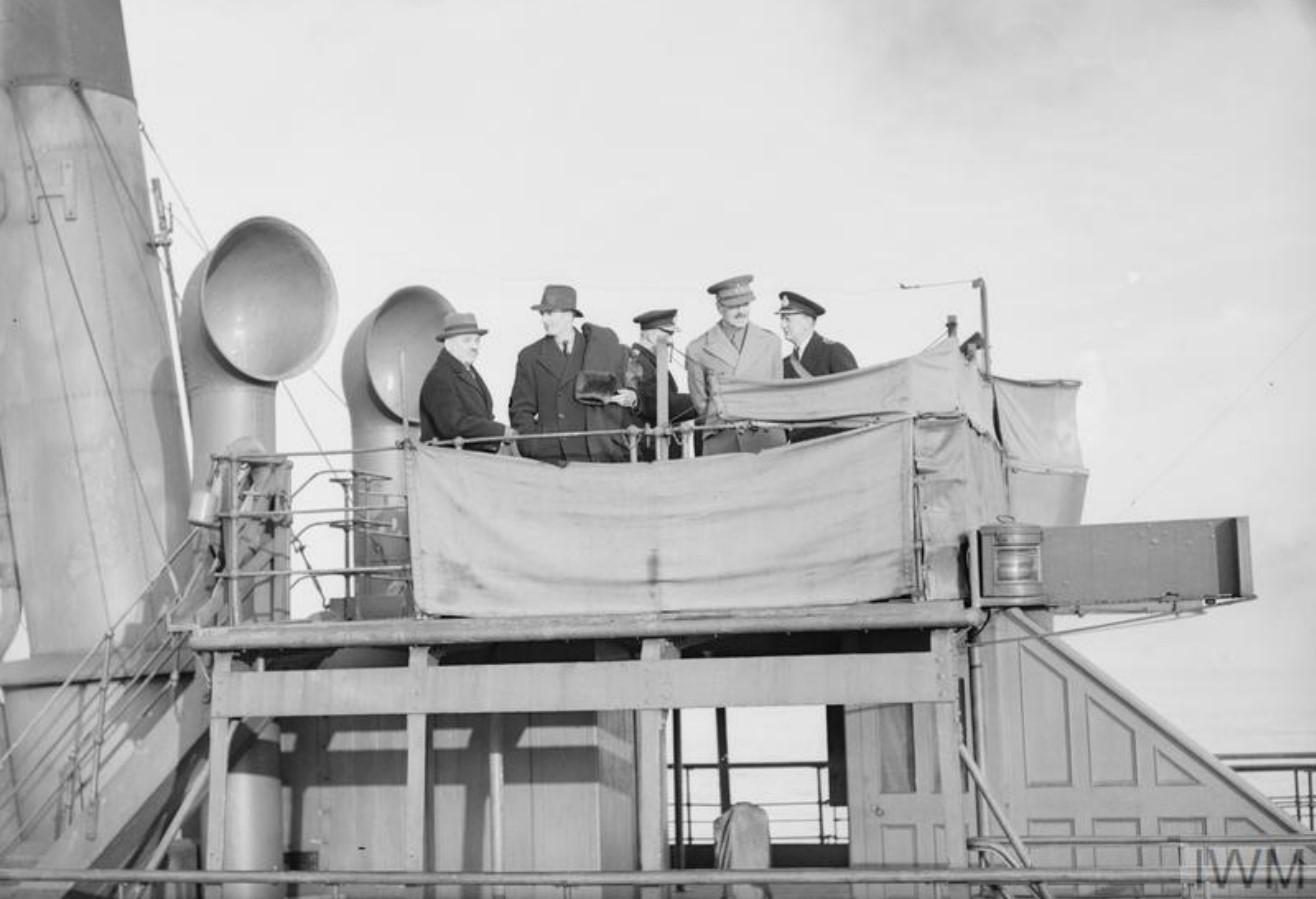 29 декабря 1941. Министр иностранных дел Энтони Иден, чрезвычайный и полномочный посол в Великобритании Иван Михайлович Майский, генерал-лейтенант Най и сэр Александр Джордж Монтэгю Кадоган  на корабле