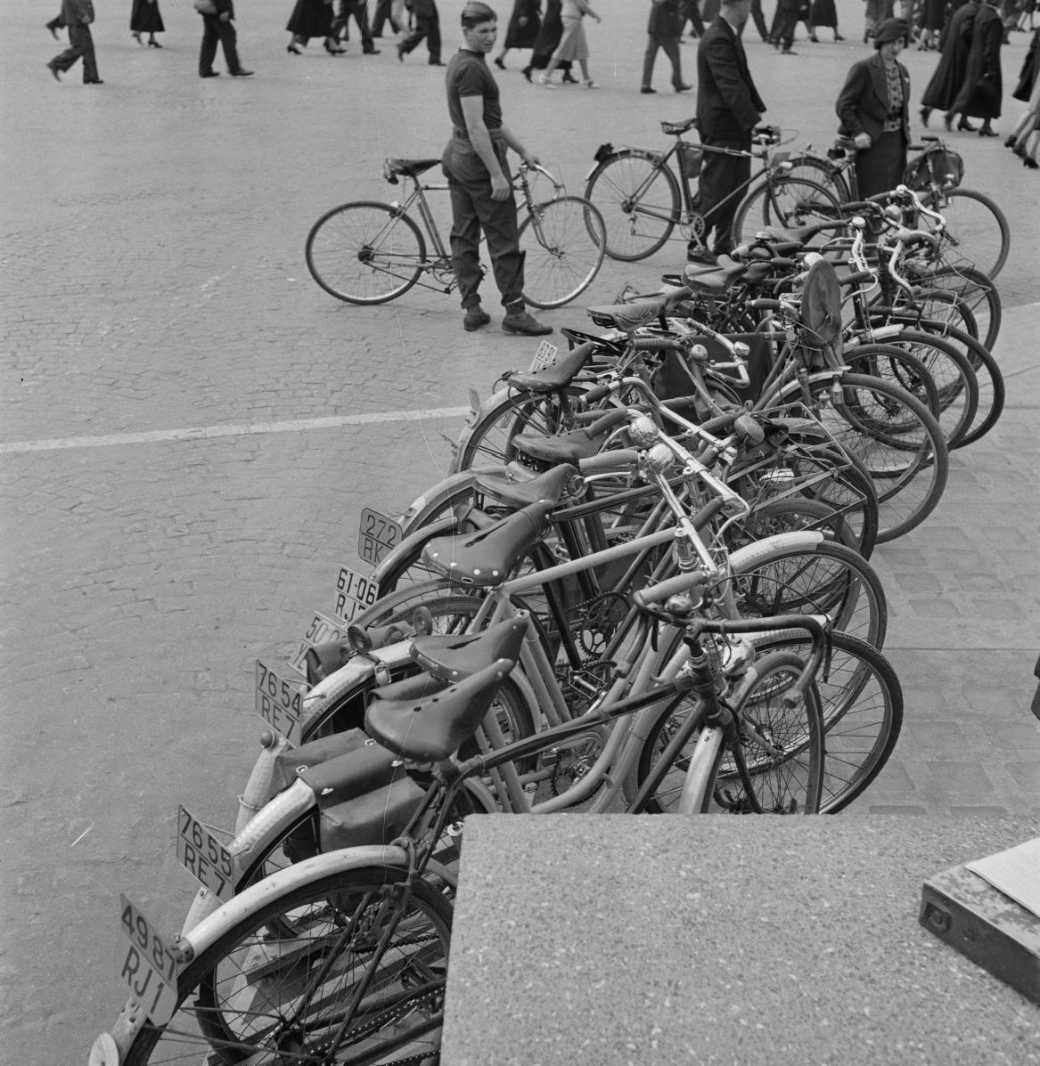 34. Стоянка велосипедов. Порт-де-Клиньянкур
