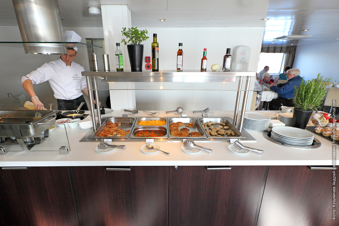 шведский стол завтрак теплоход Александр Грин фотография