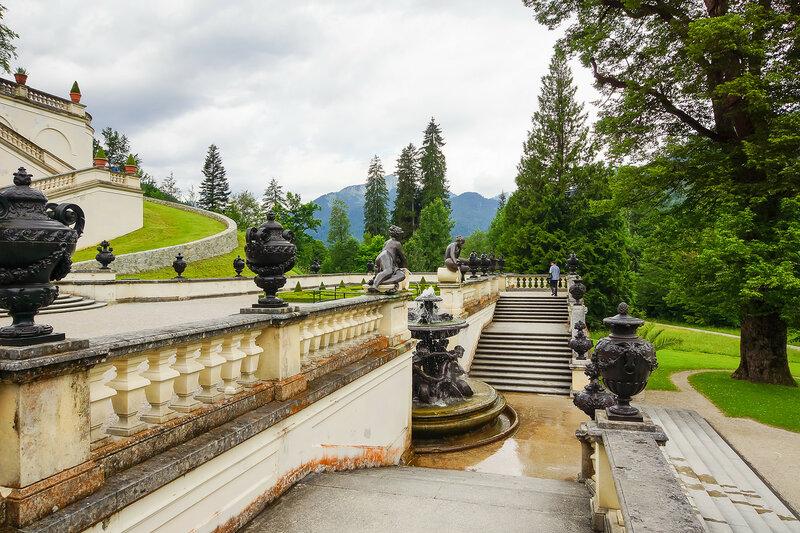 Лестница с фонтаном