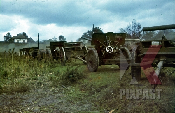 stock-photo-captured-russian-artillery-cannons-ochtyrka-ukraine-winter-1941-94-infantry-division-12105.jpg