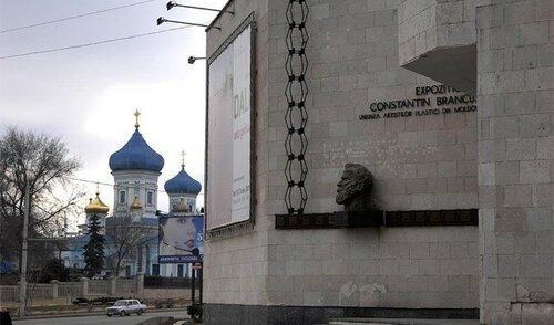 В Кишиневе открылась выставка Галины Кантор-Молотовой