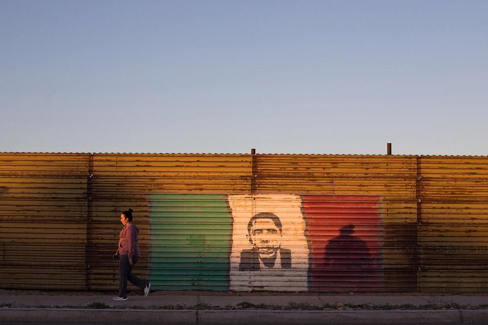22. Магазин на границе в Сан-Луис, штат Аризона, 15 февраля 2017. (Фото Jim Watson):
