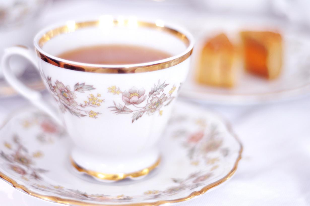 Не удивляйтесь, если в Казахстане вам подадут чашку чая, заполненную только на половину. Ни в ко