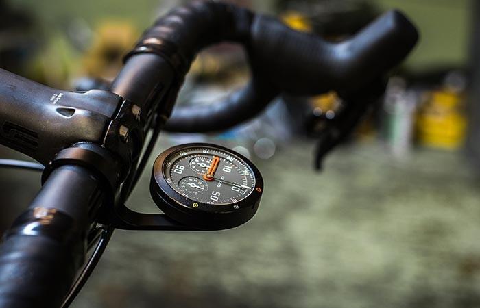 Кто сказал, что велосипед не может быть оборудован спидометром или даже целой приборной панелью, пре