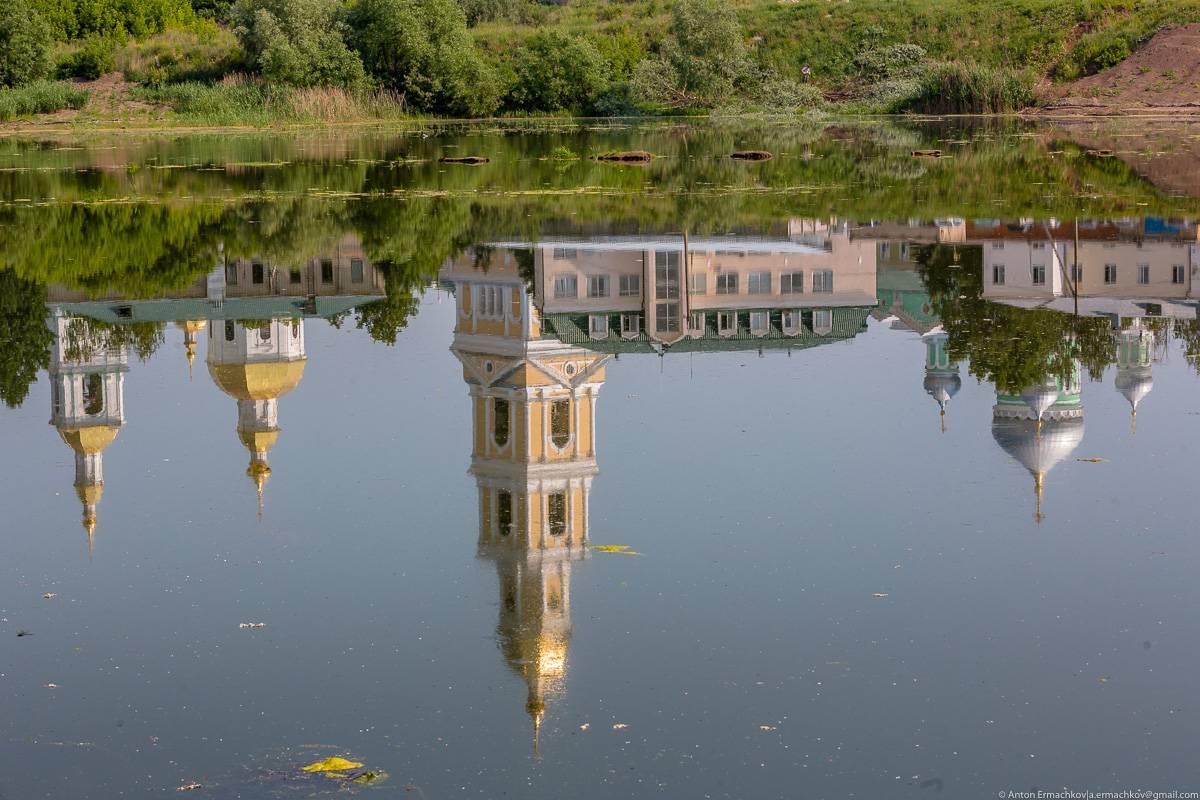 Недалеко от монастыря находится неплохая сьемочная точка, но водоем хорошо бы привести в порядок: