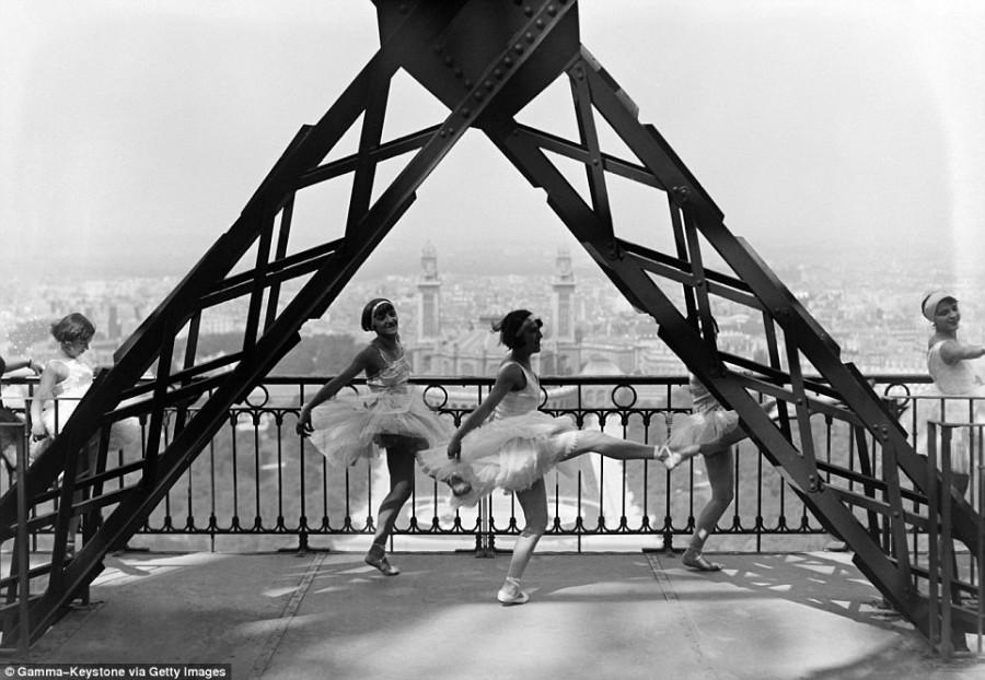 10. Танец на Эйфелевой башне, сентябрь 1929 года. 11. Танцевальная труппа хореографа Гертруды Гоффма
