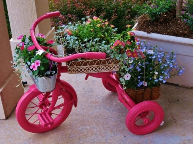 Замечательное преображение старого велосипеда вукрашение для сада детально описано вот здесь