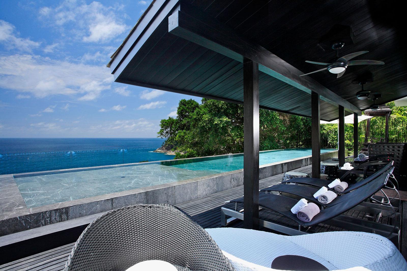 Вилла Yin расположена на пляже Камала, побережье миллионеров острова Пхукет, Таиланд. Дизайн виллы с