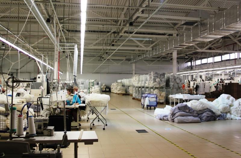 1. Фабрика построена в 2013г, все оборудование новое, современное. Это фактически единственное в Рос