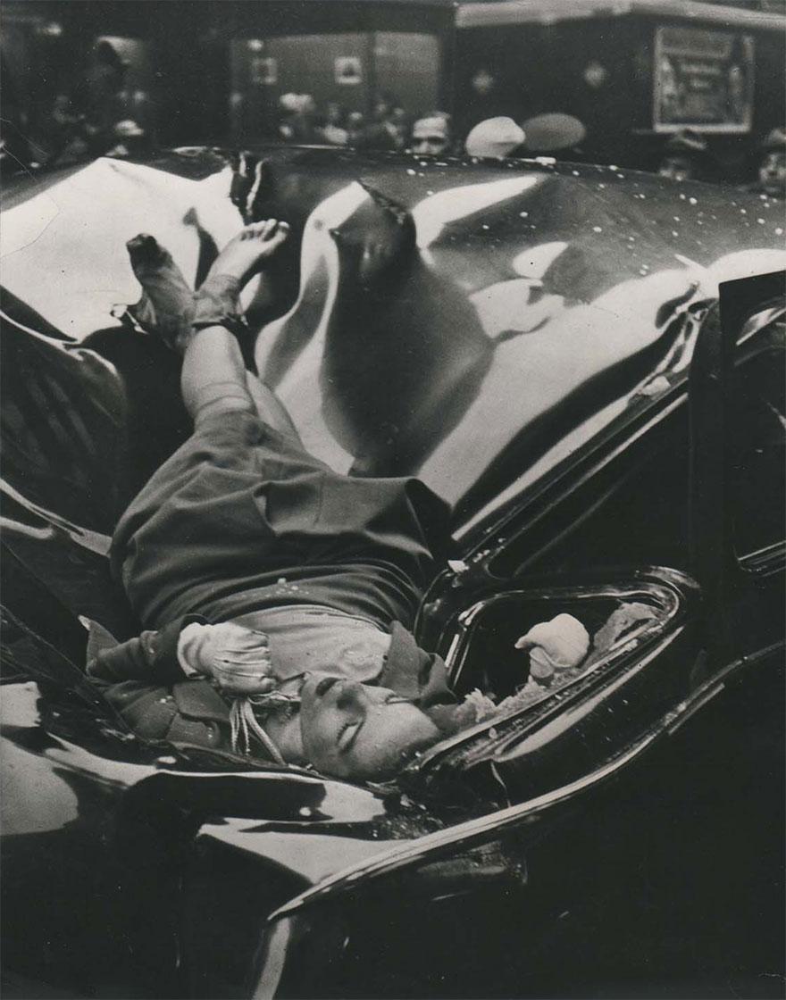 Останки космонавта Михаила Комарова после аварии спускаемого аппарата первого советского пилотируемо