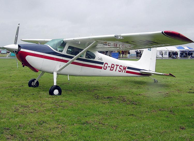 Два маленьких самолета столкнулись внебе над США, три человека погибли
