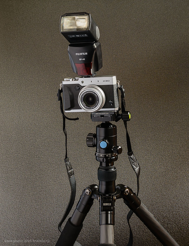 Фото 25. Так будет выглядеть ваша камера Fujifilm X30, если на неё установить вспышку Fujifilm EF-42.