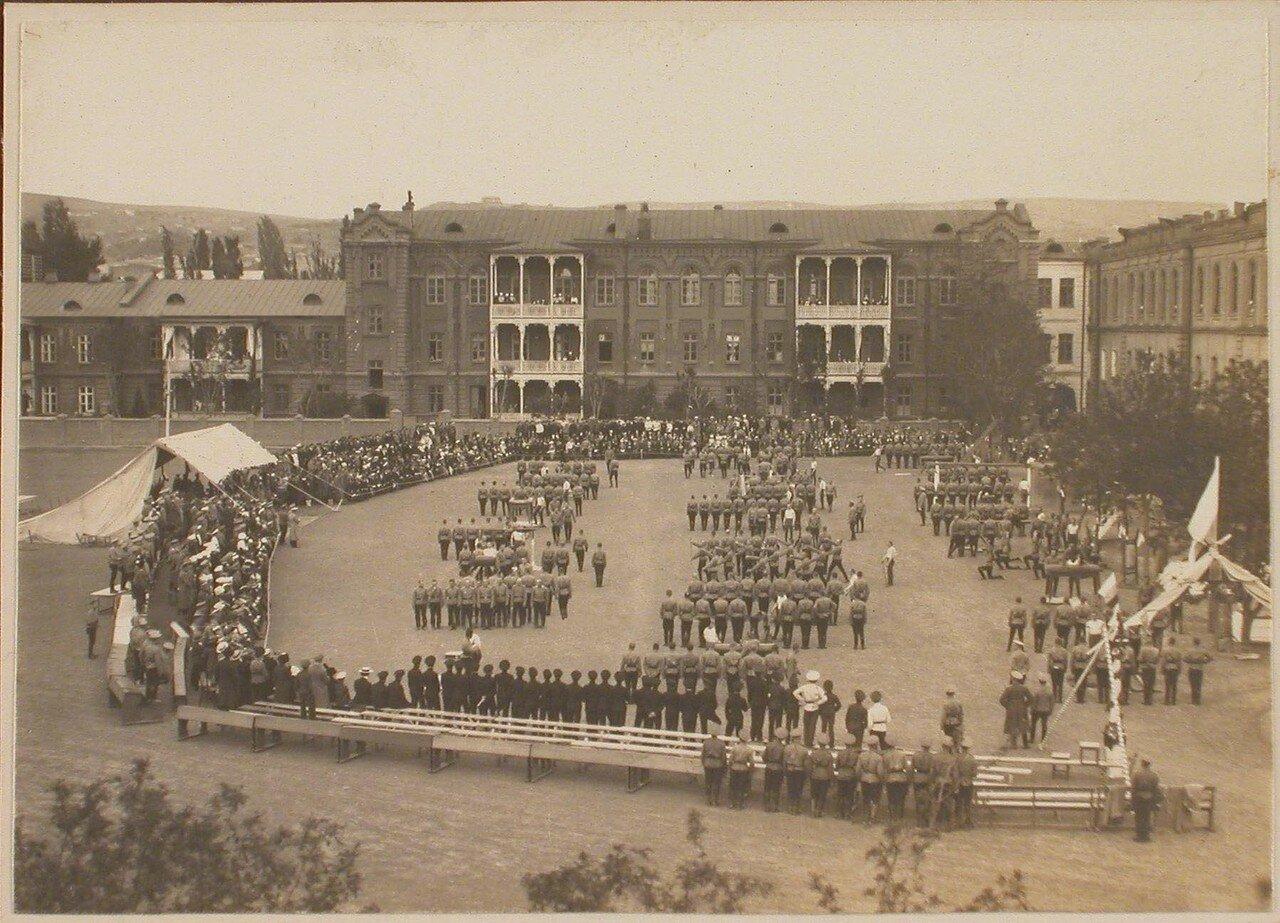 09. Общий вид плаца военного училища во время проведения смотр-парада