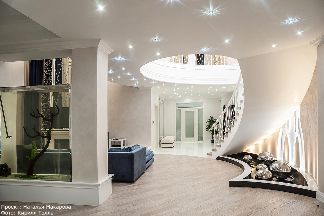идея красивой лестницы в интерьере частного дома. фотосъемка и фотографии