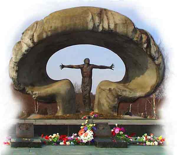 Памятник 28 ликвидаторам аварии на Чернобыльской АЭС. Помним