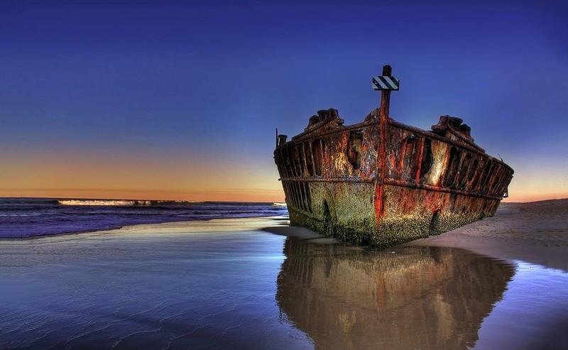 0 182bf3 c115cecb orig - На мели: фото брошенных кораблей