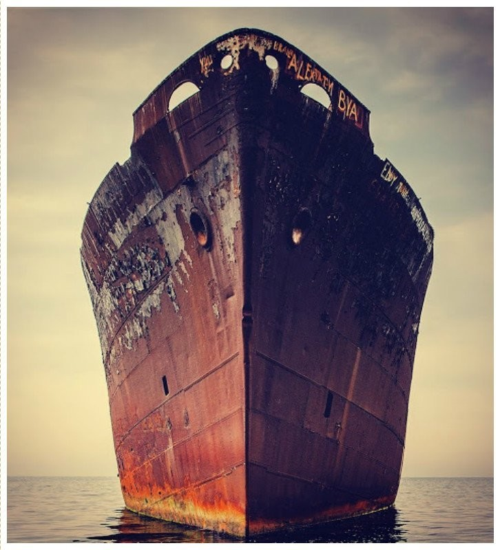 0 182c0a 3da6f8dd orig - На мели: фото брошенных кораблей