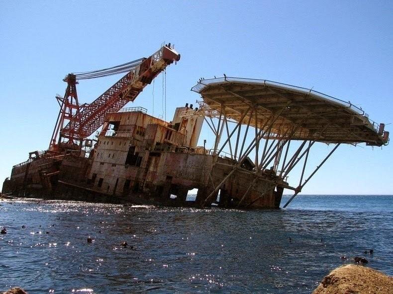 0 182c0e 7d4162d5 orig - На мели: фото брошенных кораблей